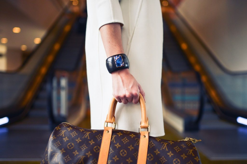business-woman-airport